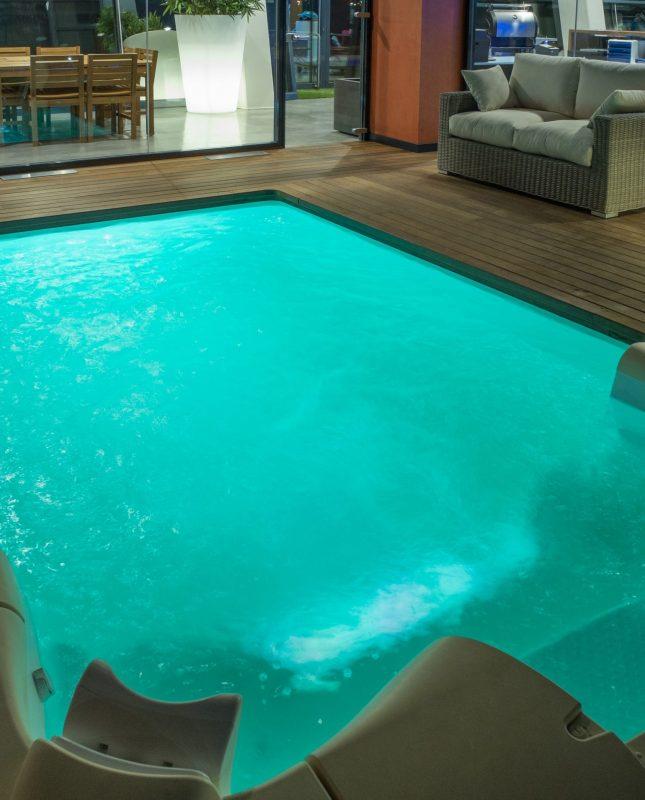 piscina con grupo de filtración